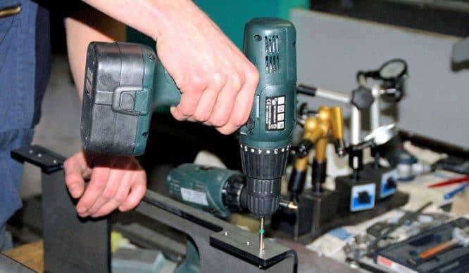 Akkubohrer Test - der Bohrschrauber im Einsatz
