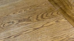 Holz lackieren bei noch rohem Holz