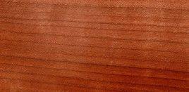 Das Holz der Kirsche schimmert rötlich und duftet auch nach Kirsche