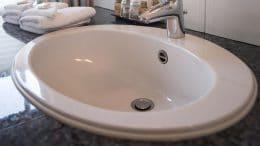 Waschbecken Abfluss und Überlauf abdichten