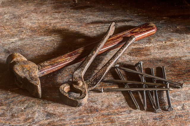 Basics: Hammer, Zange, Nägel