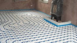 Fussbodenheizung mit warmwasser geleitetenRohren