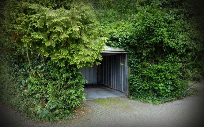 Garage ganz im Grünen