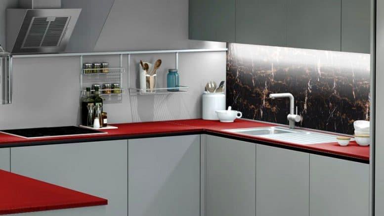 Küchenrückwand in dunkel