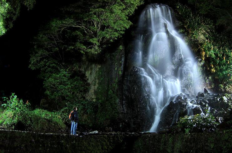 Wasserfall in der Nacht