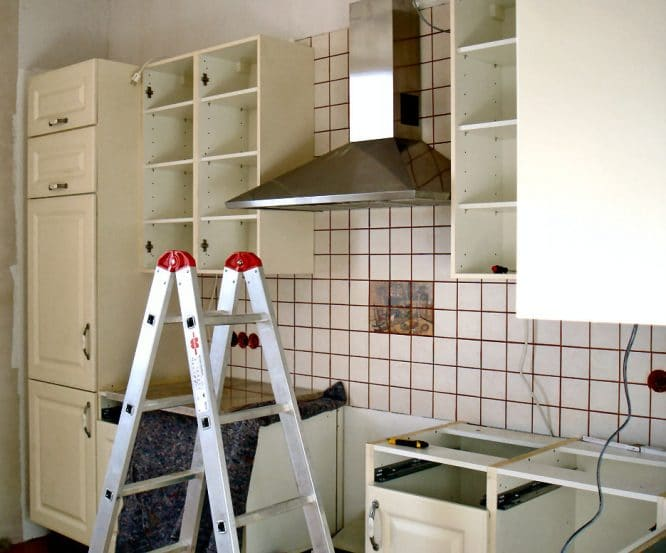 Eine Einbauküche aufbauen kann ganz schön stressig sein