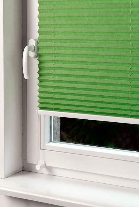 Plissee als Sonnenschutz - zum Beispiel grün, was nicht in jedes Zimmer passt.