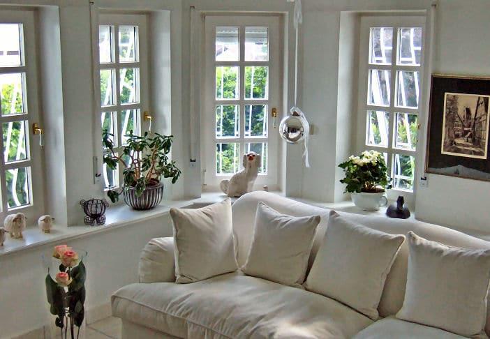 Plissee Als Sonnenschutz   Welche Farbe Passt In Dieses Wohnzimmer?