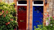 Zwei schöne Haustüren