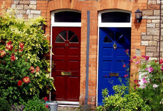 Schöne ältere Haustüren
