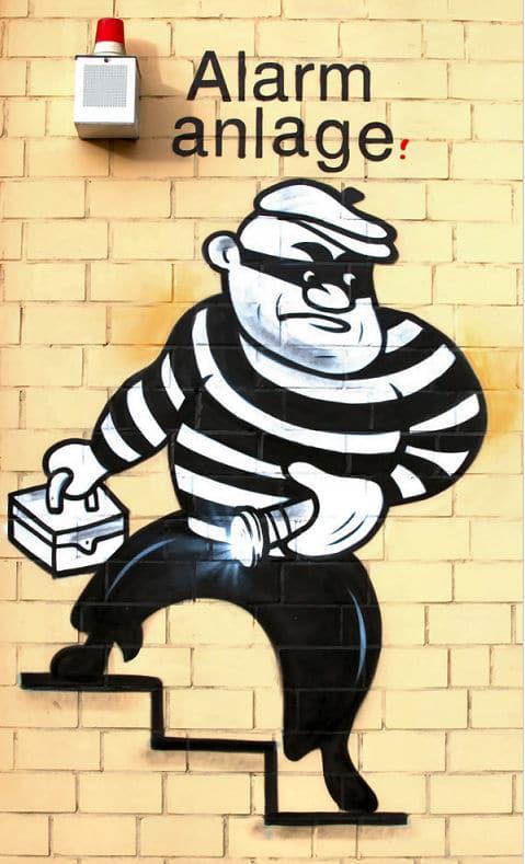 Der Einbrecher & die Alarmanlage