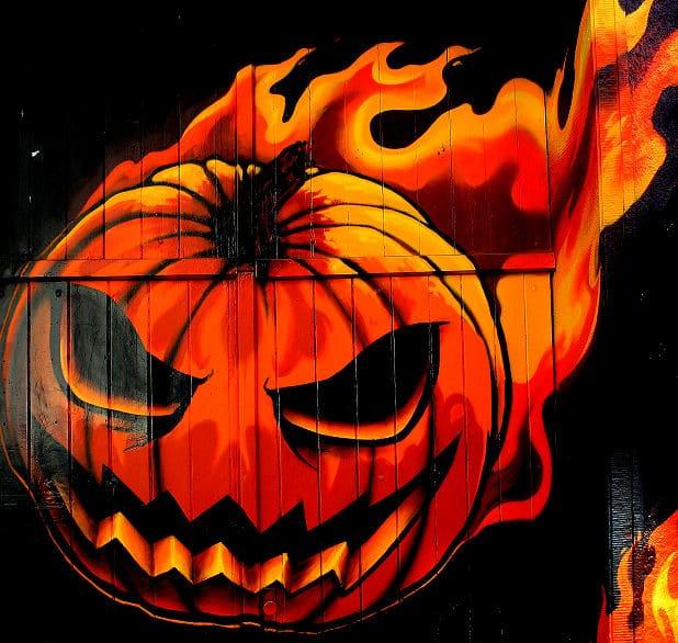 Garagentor Kunst: Feuerkopf rund um die Garagentür