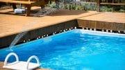 Der Swimmingpool im eigenen Garten
