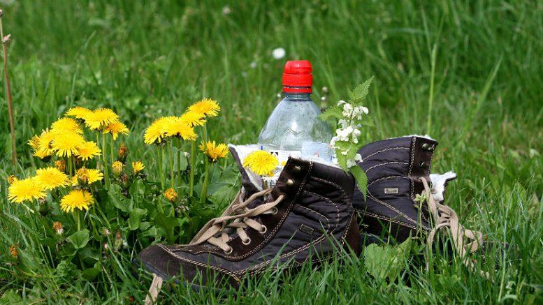 Schutz vor Einbrechern: Schuhe schön sichtbar täuschen Anwesenheit vor.