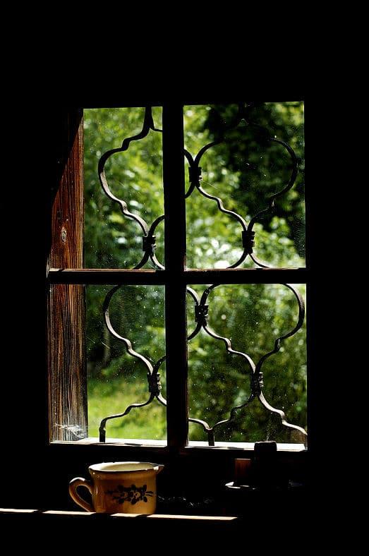 So können Sie ein Fenster vor Einbrechern schützen