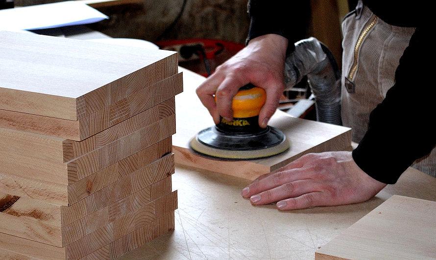 Zum Holz Abschleifen Werden Unterschiedliche Werkzeuge Verwendet