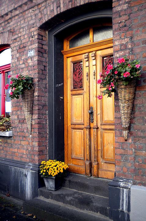 Türen und Tore: schöne alte Haustür
