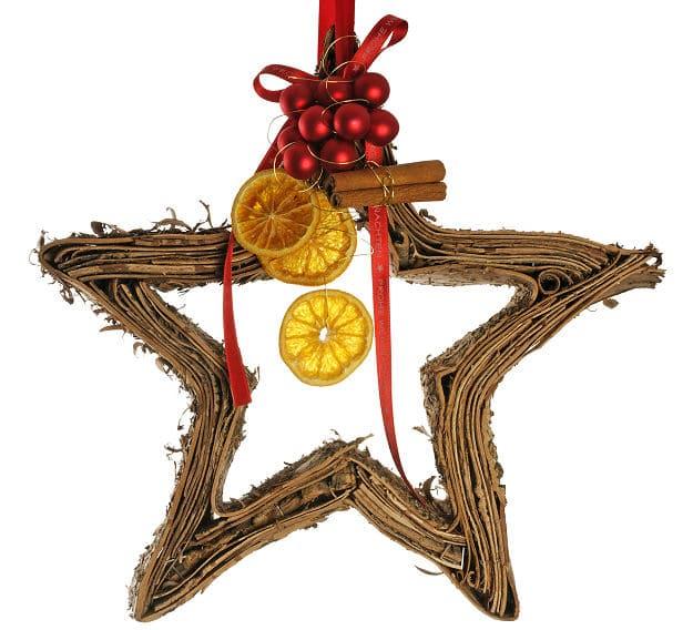 Weihnachtsbaumschmuck selbst basteln aus Orangen und Stroh