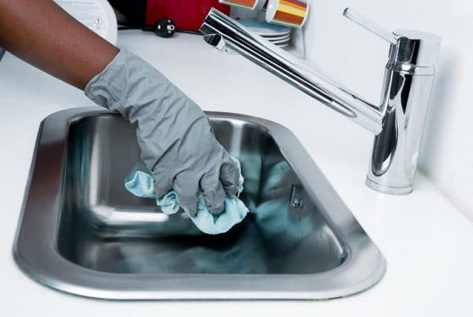 Putzen mit System bedeutet auch die Hände wirksam zu schützen