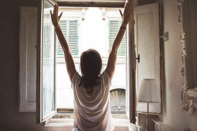 Richtig lüften - so ist es am besten: Fenster weit auf!