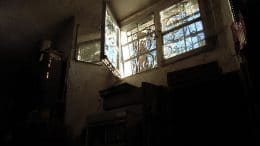 Kellerfenster eines Einfamilienhauses sollten gut gesichert sein.