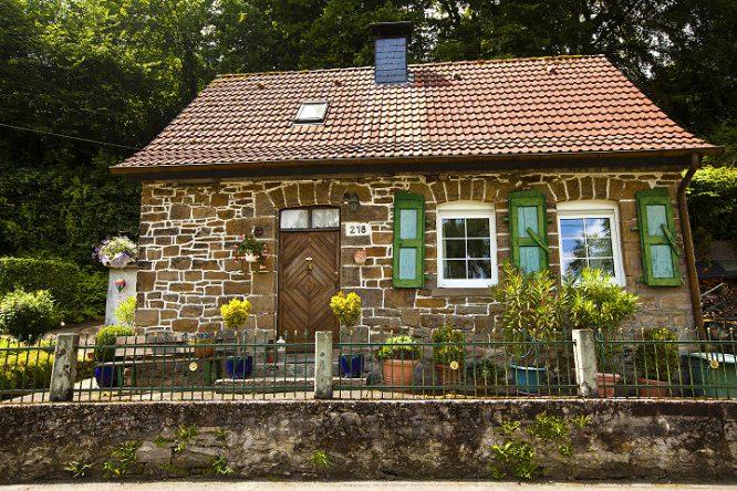 Altes renovierungsbedürftiges Haus wieder zu einem kleinen Schmuckstück gemacht