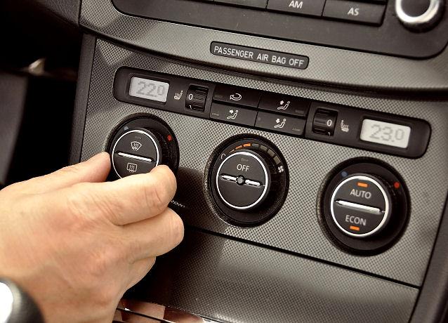 Die Klimaanlage im Auto sorgt für angenehme Temperaturen.