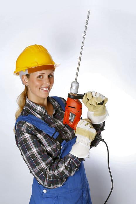 Den Bohrhammer können Sie direkt in die Wand versenken.