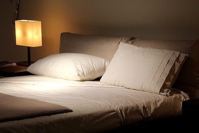 Wichtiger Feng Shui Schlafzimmer Tipp: Eine Wand am Kopfende!