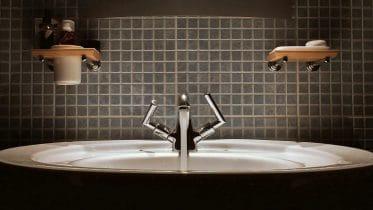 Badezimmer selbst renovieren: Schicke neue Badewanne