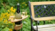 Möbel aus Holz mit Öl behandeln: Hier ein Sekt-Tisch aus Buchenholz