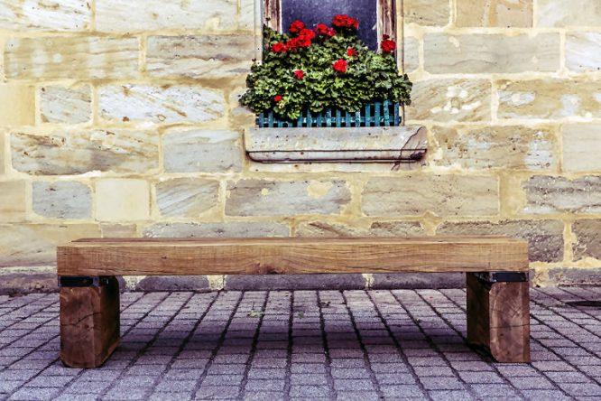 Aus alt wird neu: Gartenbank aus alten Holz-Bohlen