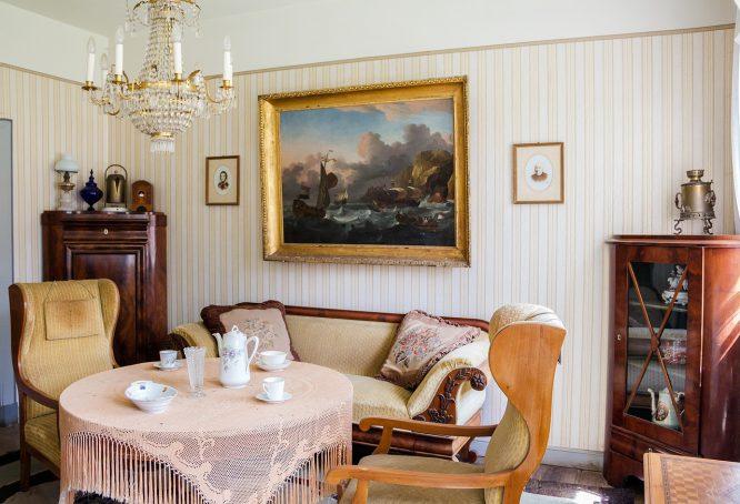 Einrichtungsstile gute alte Stube mit antiken Möbeln