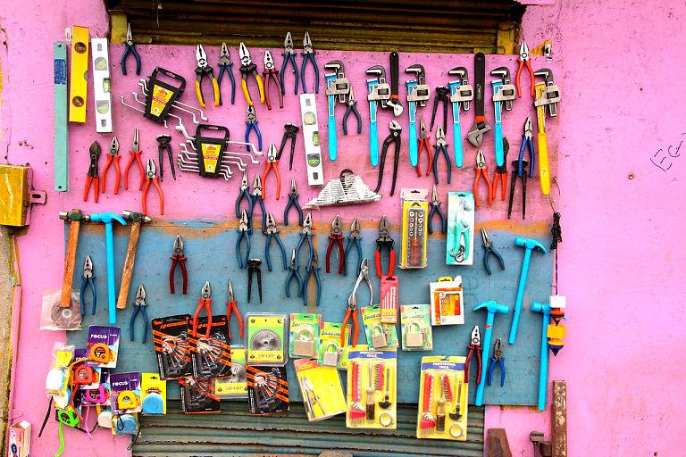 Ordnung und Sauberkeit in der Werkstatt - Zangen Zangen Zangen