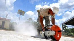 Handwerker finden Straßenarbeiter