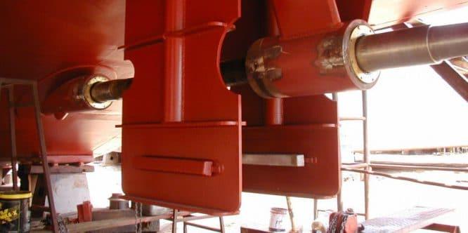 Radiallager: Antriebswelle einer Schiffsschraube in zwei radialen Gleitlagern