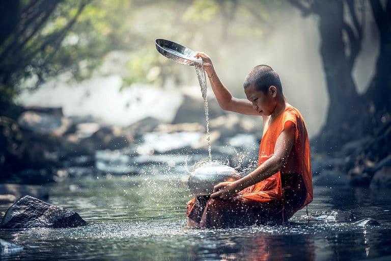 Ritueller Großputz vor einem großen Fest hat eine lange Tradition, auch im Buddhismus.