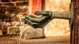 Mit diesem Wasserstrahl lässt nichts schneiden, dafür aber waschen oder trinken.