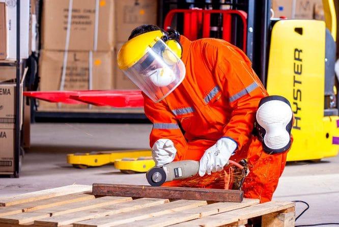 Sicherheit geht vor - Arbeitsbekleidung schützt effektiv