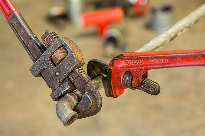 Werkzeug Reparatur - Geräte und Werkzeug müssen regelmäßig in Stand gehalten werden.