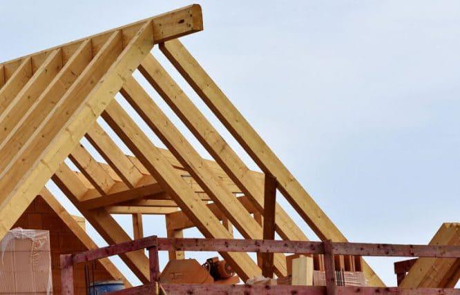 Als erstes muss die Holzkonstruktion stehen.