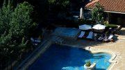 Rund um den Pool ist alles auf Relaxen ausgelegt.