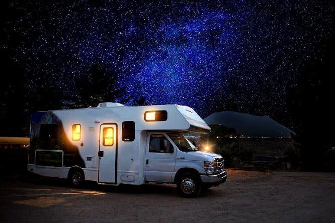 Wohnmobil bei Nacht - wenn es kalt ist