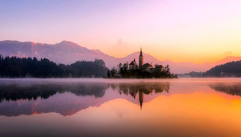 Was für eine Landschaft - Panorama mit See in Slowenien