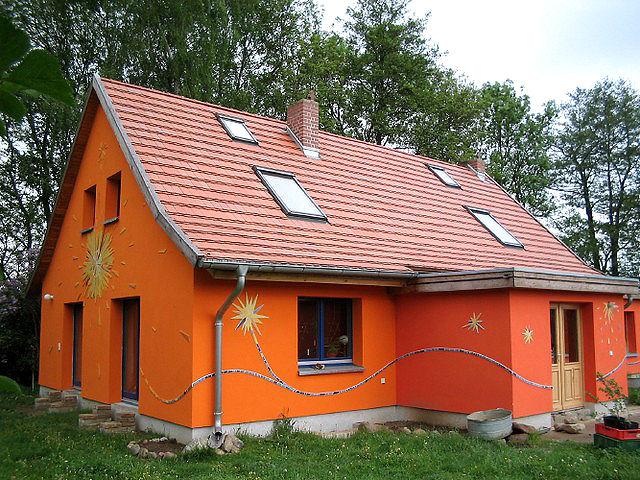 Wohnhaus aus massivem Stein gebaut..