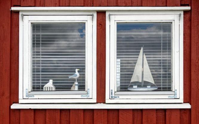 Fenster sind oft auch Schmuck, vor allem wenn sie in die Landschaft passen.