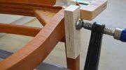 Tischler oder Schreiner reparieren oft auch Möbel.