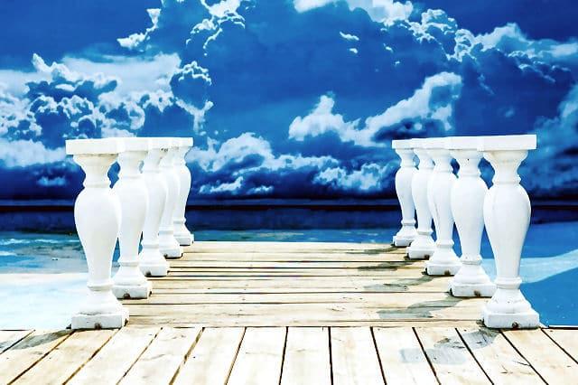 Brücken, Stege und Durchgänge sind besonders geeignete Motive für Fototapeten.