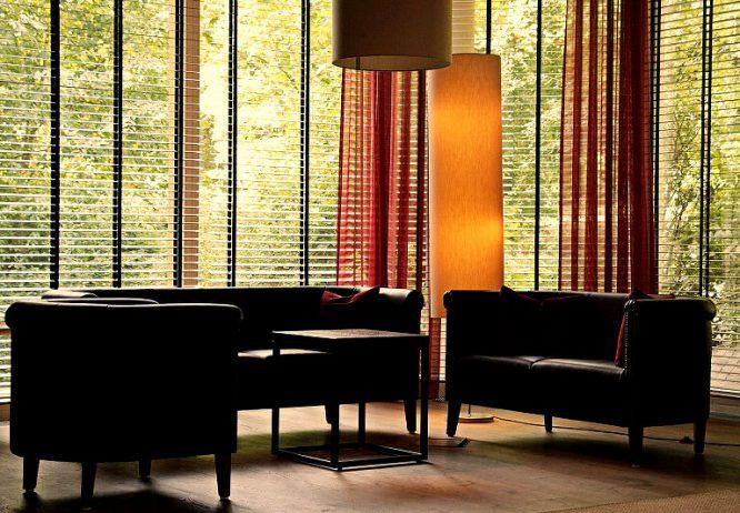 Sicht-und-Sonnenschutz für die Lobby-lounge