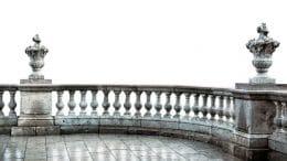 Naturstein als besonders edler Bodenbelag für Balkon oder Terrasse - traditionell begehrt.